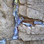 800px-Prayer_Papers_in_the_Western_Wall